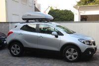 Karlsruhe: Dachbox auf einem Opel Mokka