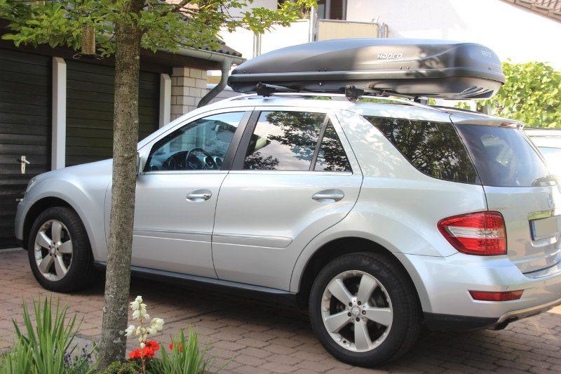 Dachbox und Dachträger von THULE auf einem Mercedes ML in Ramstein