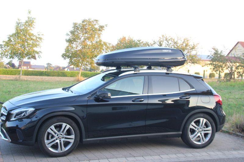 Dachbox auf einem Mercedes GLA in Landau