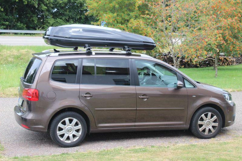Dachbox und Dachträger von THULE auf einem VW Touran in Landstuhl