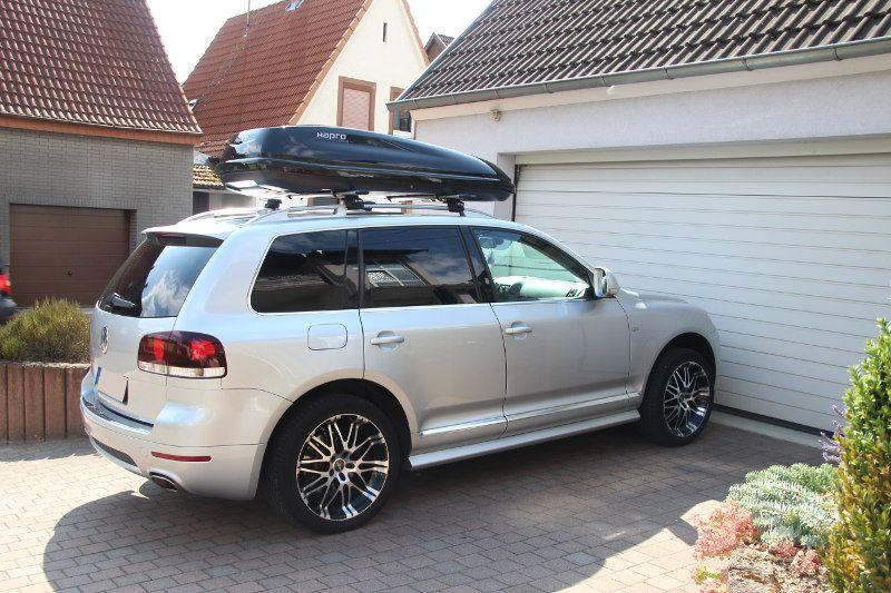 Dachbox und Dachträger von Thule auf einem VW Touareg in Kaiserslautern