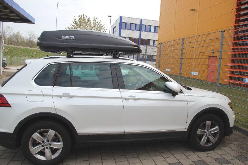 Dachbox auf einem VW Tiguan in Karlsruhe