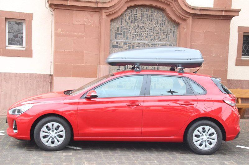 Dachbox auf einem Hyundai i30 in Schwanheim