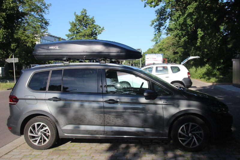 Dachbox auf einem VW Touran in Karlsruhe