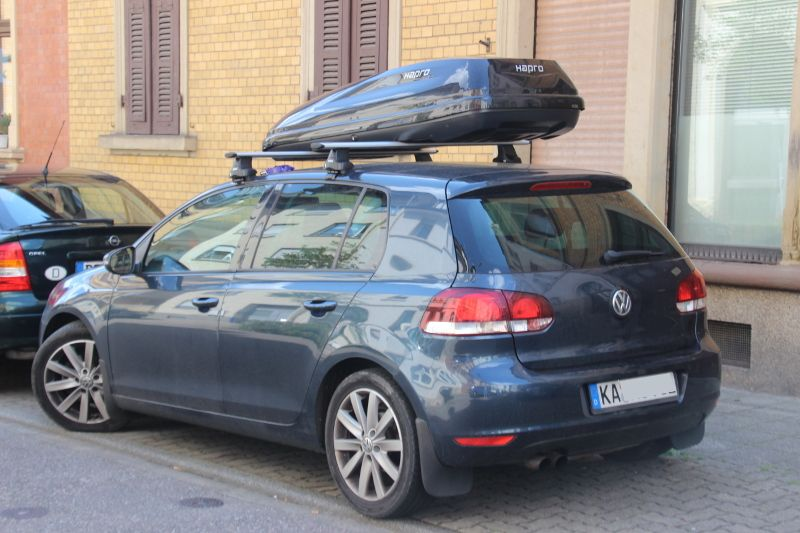 Dachbox auf einem VW Golf in Karlsruhe