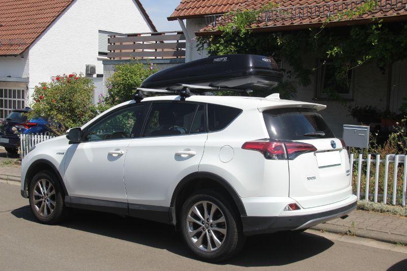 Bad Dürkheim: Dachbox auf einem Toyota RAV4