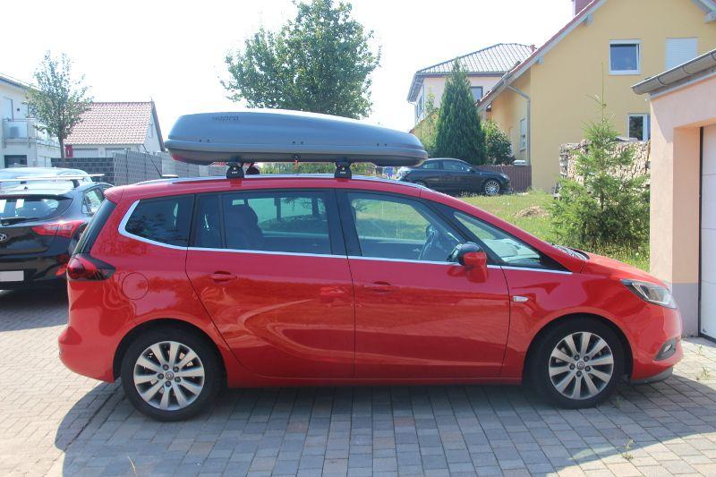 Pirmasens: Dachbox auf einem Opel Zafira