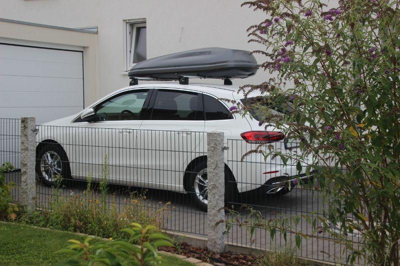 Iffezheim: Dachbox 430 Liter auf einer Mercedes B-Klasse
