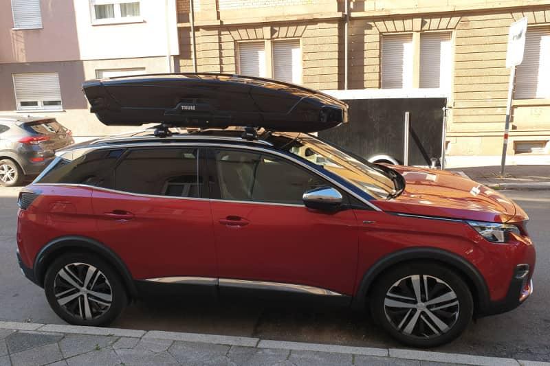 Karlsruhe: Dachbox 610 Liter auf einem Peugeot 3008