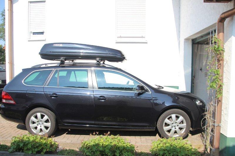 Dachbox mit Dachträger von Thule auf einem Golf Variant in Hatzenbühl
