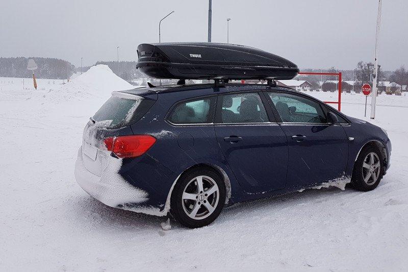Dachbox auf einem Opel Astra Kombi