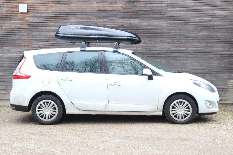 Dachbox auf einem Renault Scenic in Landau