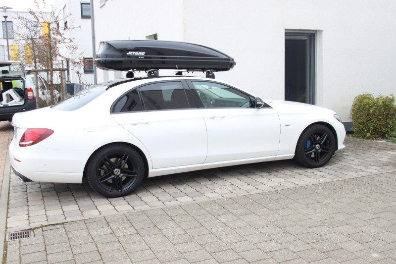 Dachbox und Dachträger von THULE auf einem Mercedes E-Klasse in Landau